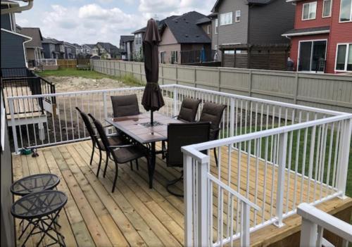 Deck with aluminium railing