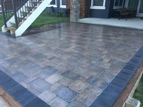 Old Town Roman Paver with Charcoal Holland border